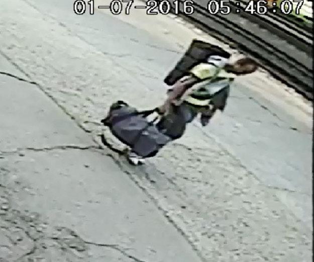 Muž, ktorý napadol ženu a ukradol jej osobné veci.