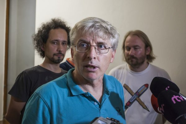 Imrich Barák (vpredu), Vladimír Zvara (vzadu vľavo) a Vladimír Crmoman (vzadu vpravo).