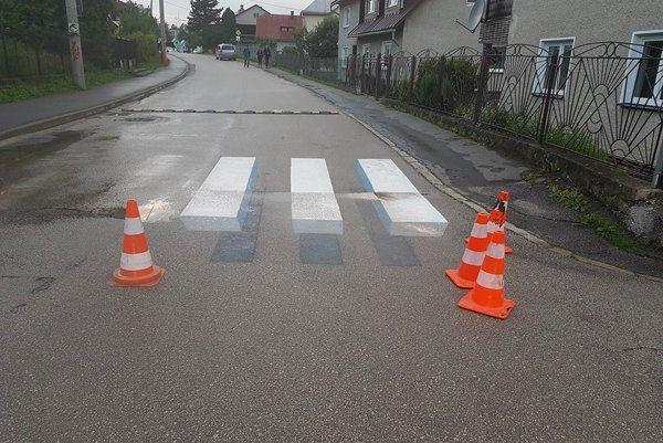 Mesto sa rozhodlo pre unikátny priechod pre chodcov vytvorený dokonalou 3D ilúziou.