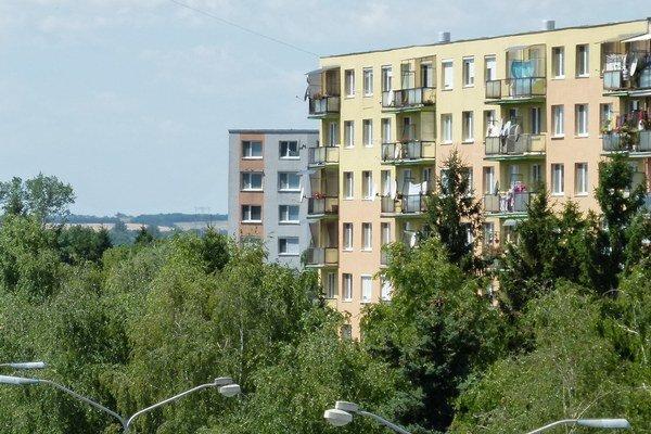 Bytový fond na Slovensku starne. Zatiaľ je ale podľa ministerstva v polovici svojej životnosti.