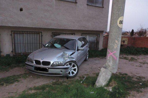 Auto zastavila až budova.