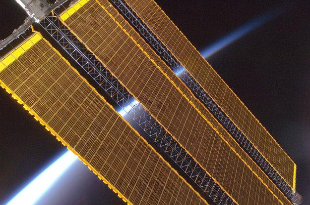 Solárne panely na Medzinárodnej vesmírnej stanici.