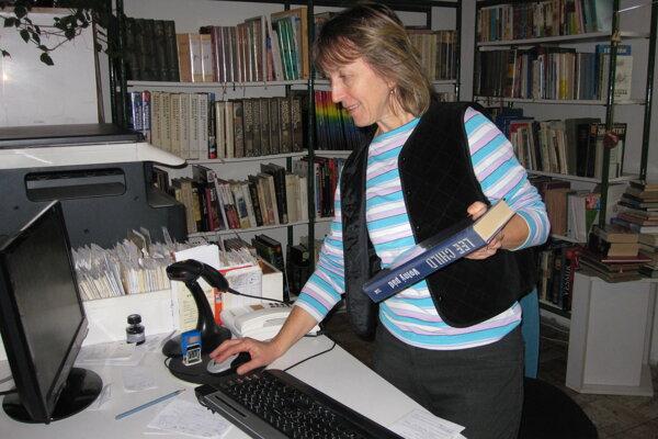 Katarína Gabrišová v knižnici pôsobí nielen ako riaditeľka, ale je aj účtovníčkou a ekonómkou.