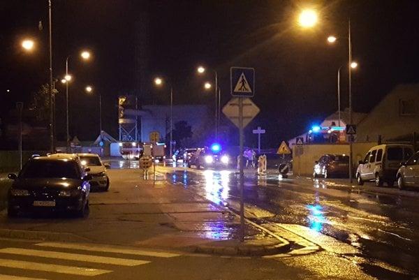 Utorok asi 23.50 h. Havária vodovodu vo Vrakuni.