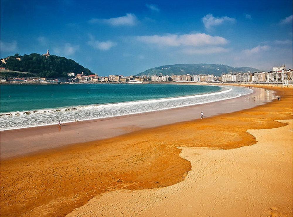 Pláž La Concha, San Sebastian.