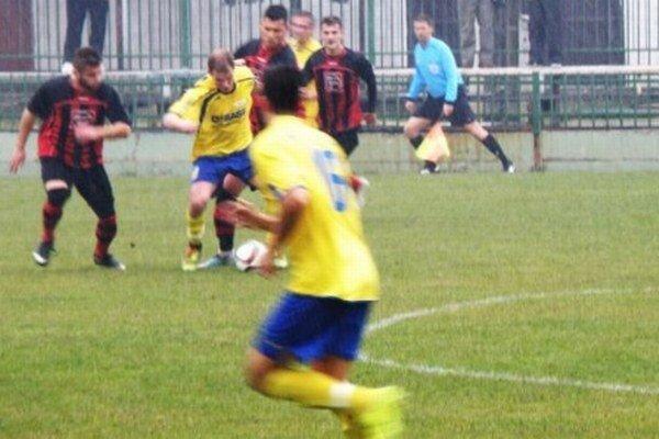 Okresné derby v podaní Novozámčanov a Palárikovčanov veľa športových zážitkov pre prítomných divákov neprinieslo. Tí, čo prišli na posledný zápas futbalistov FKM na jeseň odchádzali zo štadióna L. Gancznera sklamaní.