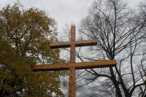 Dvojkríž na Mariánskom vŕšku rozdelil Prievidžanov.