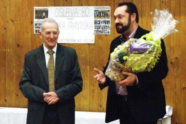 Prvým gratulantom jubilantovi Františkovi Bízikovi bol primátor mesta Nové Zámky Otokar Klein.