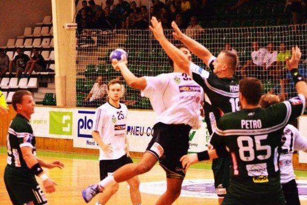 Štart po bezkrvnom výkone prehral v sobotu v Prešove výrazným rozdielom. Záber z prechádzajúceho zápasu týchto dvoch súperov, ktorý sa hral v Nových Zámkoch.
