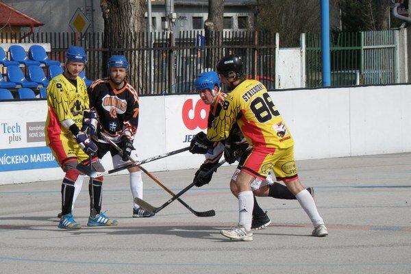 Vo finále aktuálneho ročníka ligy si skrížia hokejky Zámski Panáci a Oilers #38.