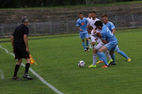 Z priateľského zápasu KFC - Slovan 0:0