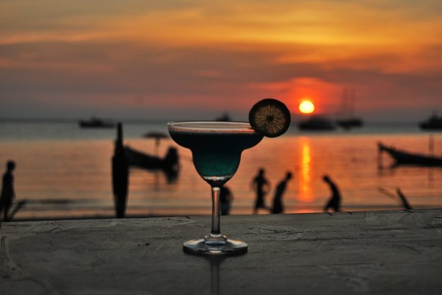 Niekomu vyhovuje pokojná pláž a drink, inému hlučná párty.