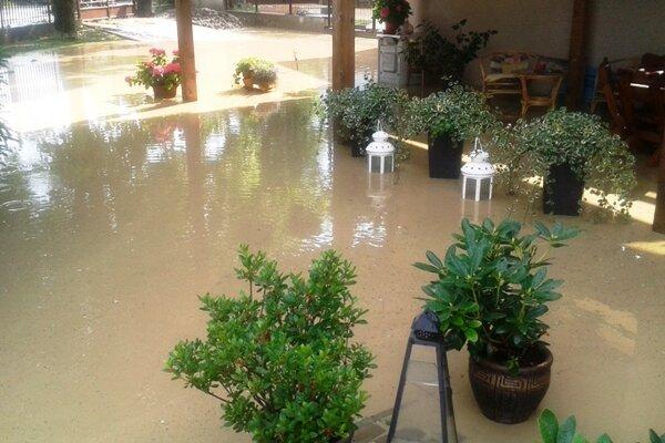 Lokálna povodeň v mestskej časti.