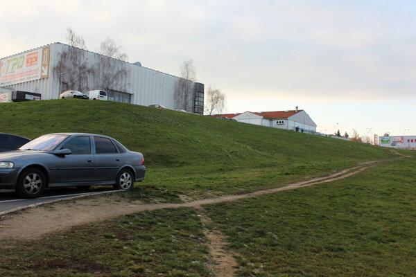 Podnikateľ chce kúpiť svahovitý pozemok pod žiarskym Priorom.