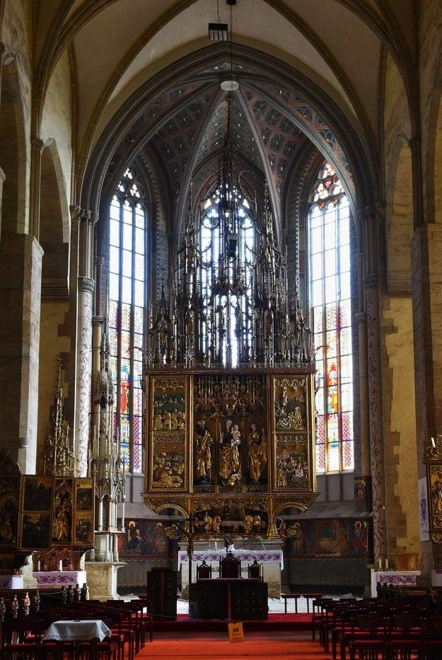 V Bazilike sv. Jakuba v Levoči je najvyšší gotický oltár na svete. Meria 18,62 metra