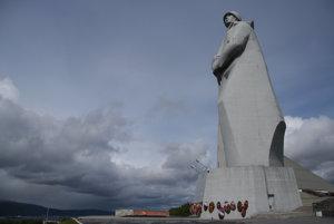 V žiadnom sovietskom meste nesmela chýbať socha Lenina. Druhou najčastejšou bývala obrovská socha vojaka.