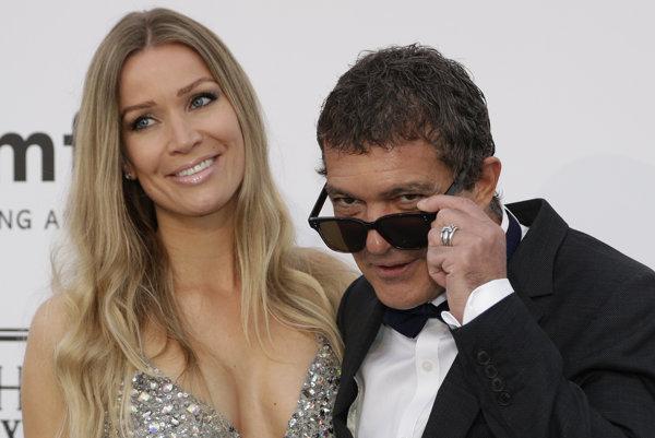 Banderas so svojou súčasnou partnerkou Nicole Kimpel.