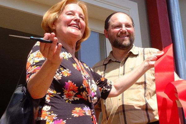 Magda Vášaryová a Martin Macharik pri otvorení návštevníckeho centra.