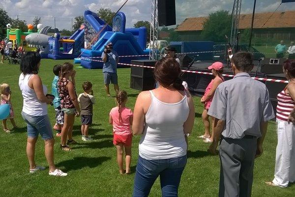 Obecné oslavy sa konali v športovom areáli.