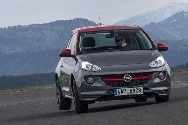 Opel Adam S v nás opäť po dlhom čase rozdúchal vášeň pre malé a rýchle autíčka.