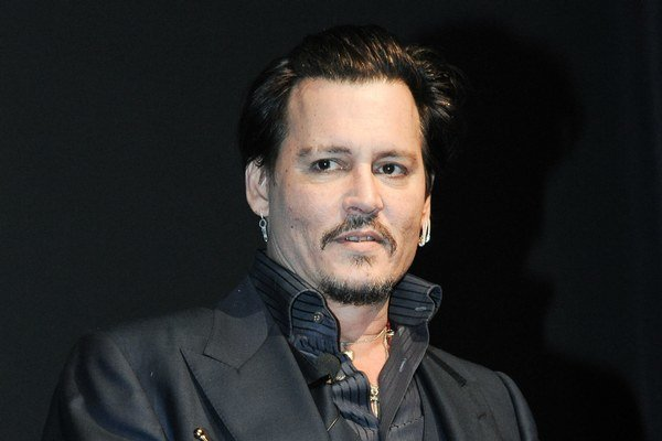 Johnny Depp má veľký rešpekt voči kolegovi Leonardovi DiCapriovi.