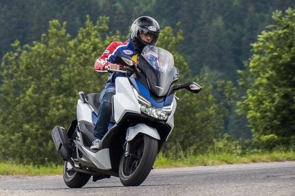 Nová Forza dokáže prostredníctvom skútra odhaliť čaro víkendového cestovania na motorke.