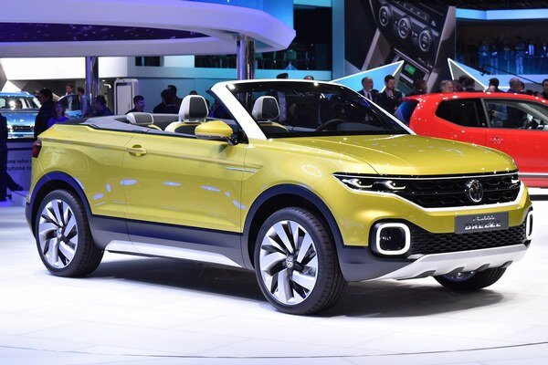 Štúdia Volkswagen T-Cross Breeze. Breeze – vánok – je predzvesťou nového športovo-úžitkového vozidla, ktoré bude v sortimente firmy VW pod modelom Tiguan.