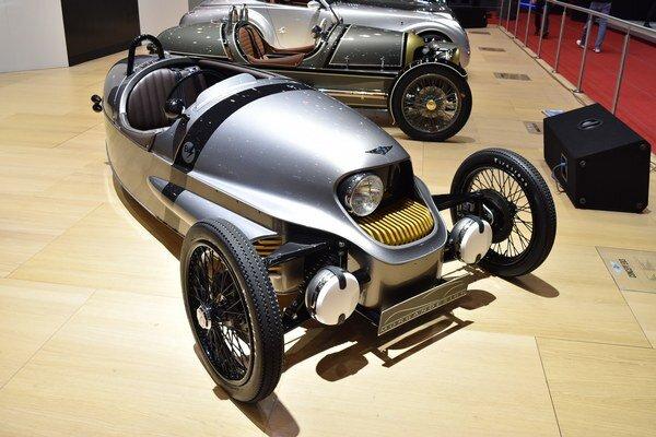 Trojkolesový elektromobil anglickej firmy Morgan. Elektrifikovaná verzia trojkolesového vozidla Morgan poháňaná elektromotorom výkonu 46 kW dosahuje maximálnu rýchlosť 144 km/h.