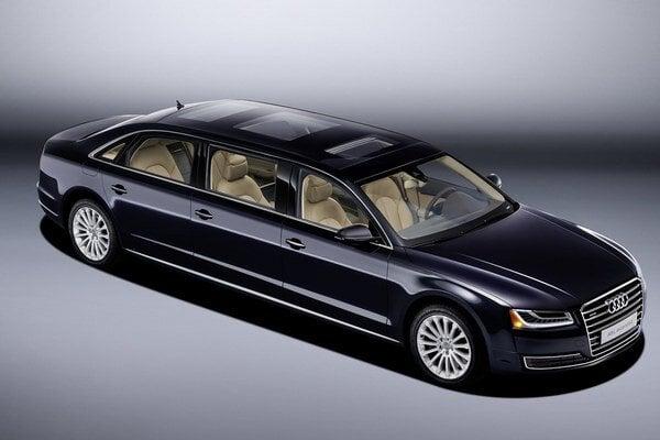 Unikátna predĺžená limuzína Audi A8 L Extended. Limuzína má rázvor predĺžený na 422 cm, jej celková dĺžka je 636 cm a na jej pohon slúži trojlitrový benzínový motor výkonu 228 kW.
