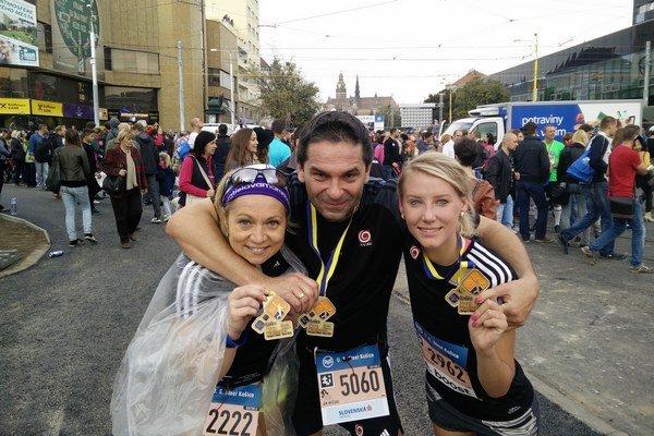 S kolegyňami na košickom maratóne.