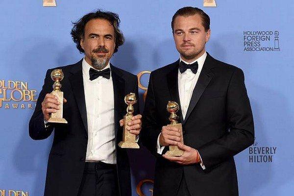 Leonardo di Caprio s režisérom Alejandrom Iňárritu. Páni si odniesli ocenenia za film Zmŕtvychvstanie.
