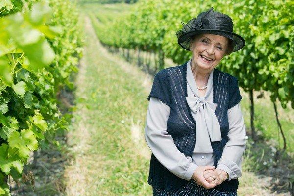 Babka Anna. Patrí k najobľúbenejším postavám Búrlivého vína.