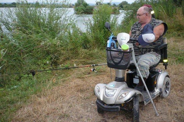 Pán Július Hanko. Na love rýb.