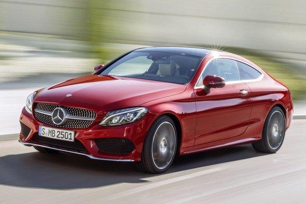 Kupé Mercedes-Benz triedy C. Typickými dizajnérskymi prvkami nového kupé sú tzv. diamantová mriežka chladiča a mohutné otvory na vstup chladiaceho vzduchu.