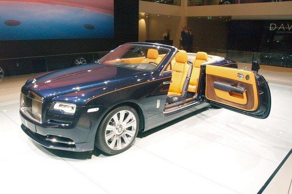 Luxusný kabriolet Rolls-Royce Dawn. Na pohon kabrioletu, technicky odvodeného z kupé Wraith, slúži 6,6-litrový dvanásťvalec s maximálnym výkonom 420 kW.