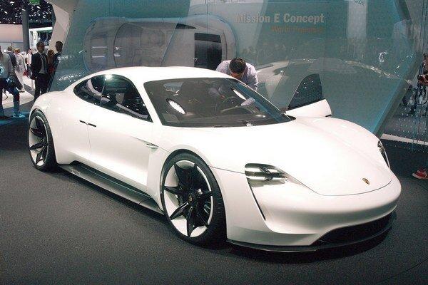 Štúdia Porsche Mission E s elektrickým pohonom. Vo Frankfurte predstavená štúdia ukazuje, ako si Porsche predstavuje budúcnosť športového auta s elektrickým pohonom.