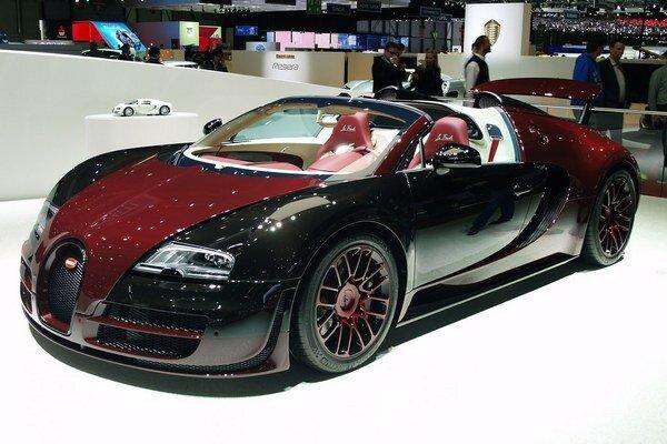 Bugatti Veyron Grand Sport Vitesse La Finale. Posledný vyrobený Bugatti Veyron, výrobné číslo 450, bol vystavený na tohtoročnom autosalóne v Ženeve.