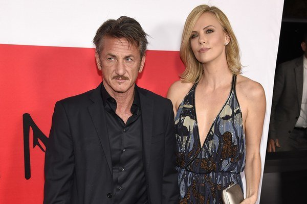 Charlize Theron a jej partner Sean Penn.