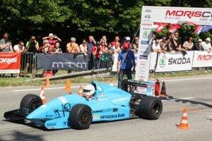 Na štarte. Svoj prvý štart na Moris Cupe pretavil Švajčiar Tiziano Riva v cenné víťazstvo.