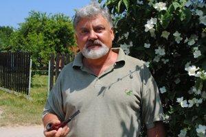 Entomológ. Michalovčan Rudolf Gabzdil sa venuje pozorovaniu chrobákov už vyše 40 rokov.