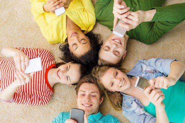 Mobilov je priveľa. Deti by ich nemali využívať aj v škole.