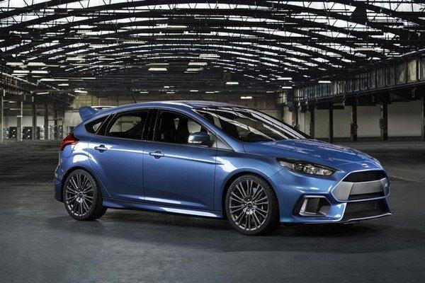 Športový Ford Focus RS. Na pohon nového športového focusu slúži turbodúchadlom prepĺňaný 2,3-litrový štvorvalec s maximálnym výkonom 235 kW.
