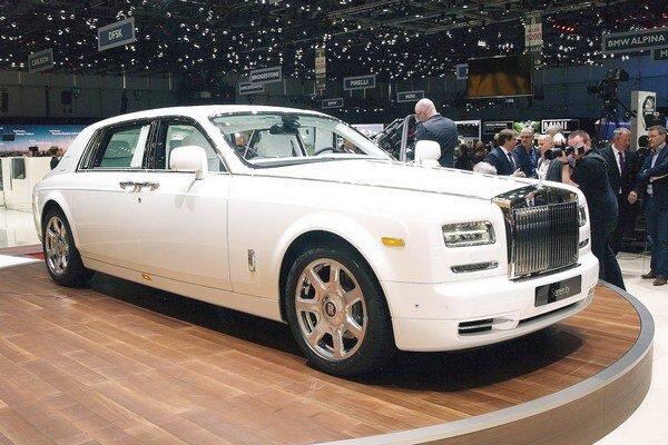 Rolls-Royce Serenity je jedinečným exemplárom. Základom unikátu Serenity je sériový model Phantom s dlhým rázvorom, poháňaný dvanásťvalcovým motorom výkonu 338 kW.