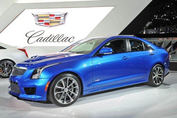 Športový sedan Cadillac ATS-V. Sedan, ktorý má byť konkurenciou európskym športovým limuzínam, má svetovú premiéru na medzinárodnom autosalóne v Los Angeles.