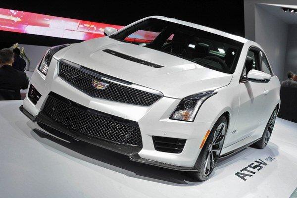 Športová limuzína Cadillac CTS-V. Osemvalcový motor má maximálny výkon 477 kW, čo je najväčší výkon sériového modelu Cadillac v celej doterajšej histórii firmy.