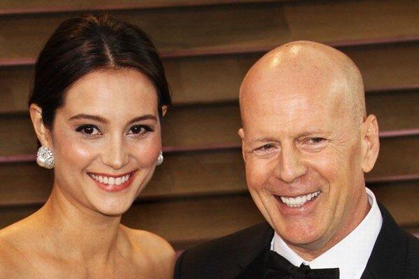 Bruce s manželkou Emmou. Herec dostal 16,5 milióna, chcel však oveľa viac.