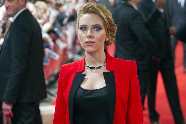 Scarlett má dcéru.