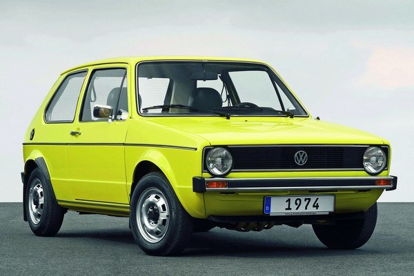 Volkswagen Golf prvej generácie. Prvá generácia modelu Golf prišla na trh pred 40 rokmi ako nástupca legendárneho chrobáka.