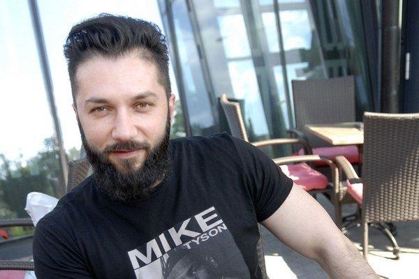 Viktor Horján dospel vďaka vlastnej chorobe.