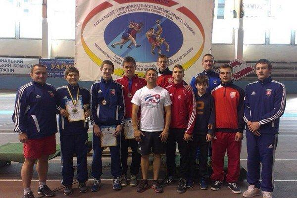 Slovenská výprava. Reprezentanti Slovenska ladili formu na šampionát aj na medzinárodnom turnaji v ukrajinskom Ľvove.